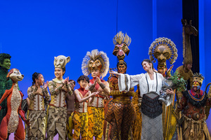 《狮子王》中文版首演 非洲巫师唱中文歌辛巴朋友唱京剧