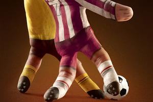 换个角度看欧洲杯 盘点足球主题艺术令人眼花缭乱