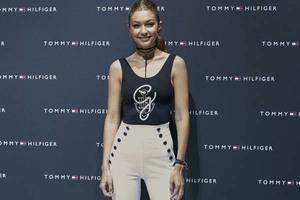 Gigi Hadid在ZALANDO的BREAD & BUTTER 宣布TOMMY X GIGI套装系列发布