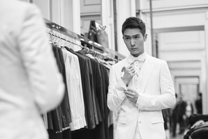 """""""太子""""盛一伦白色礼服亮相米兰Dolce&Gabbana秀后派对"""