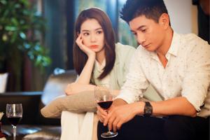 """吴奇隆戚薇《繁星四月》上演""""假面情侣""""寻情记"""