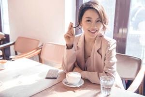 """""""九球天后""""潘晓婷春日写真曝光 妆容清新靓丽甜美俏皮"""