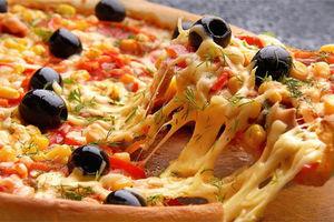 必胜客说小龙虾味的披萨是互联网产品。互联网:???