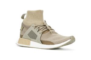 造型炫酷的连袜鞋