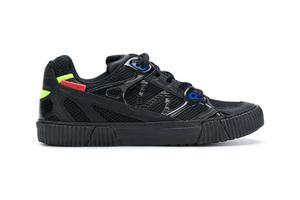 运动鞋也要穿得年轻前卫