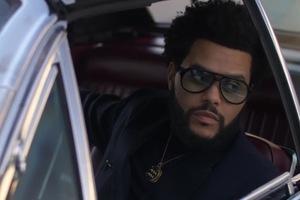 威肯 (The Weeknd) 手不释卷地阅览 GQ,直至灯光全都熄灭