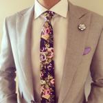 胸花与方巾基本佩戴方式