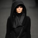 如何將黑色穿出新意?八位風格偶像冬日酷黑裝扮示范