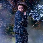 米兰达·可儿出镜秋冬广告大片 眼神妩媚优雅自如