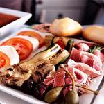 这个飞行员尝便了各种飞机餐 并做了排名!