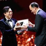 上海电影节金爵奖花落黄渤、萨蕾·巴亚特 宝格丽赠送定制金质奖章