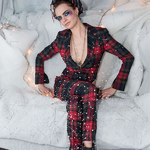 Burberry携手英国超模Cara Delevingne举办圣诞季派对