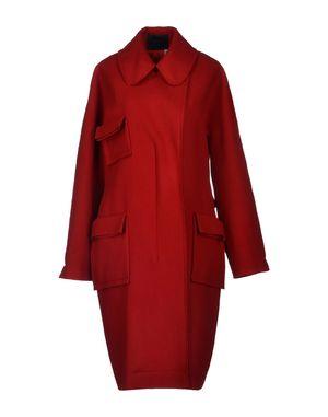 砖红色大衣搭配围巾
