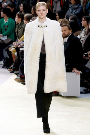 比男人懂呵护你的剪羊毛外套
