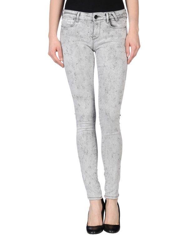 淡灰色 GUESS 裤装
