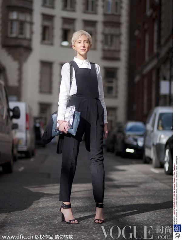 背带裤街头演绎减龄搭