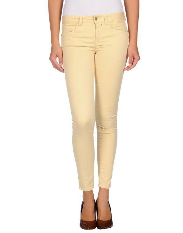 浅黄色 KAOS 牛仔裤