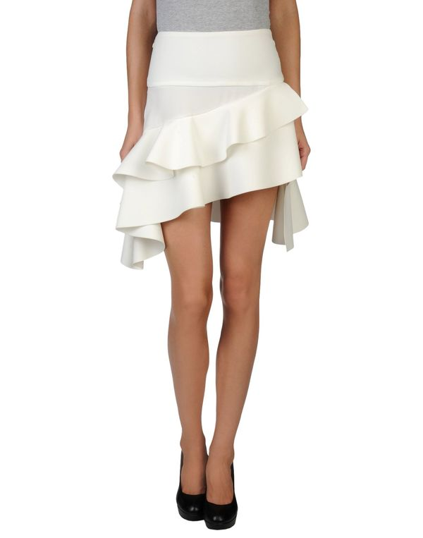 白色 BALENCIAGA 超短裙