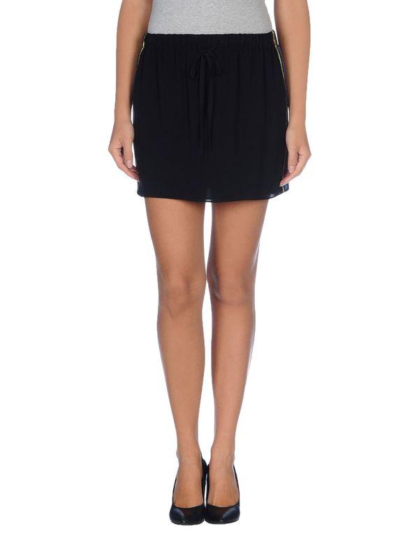 黑色 GUCCI 超短裙