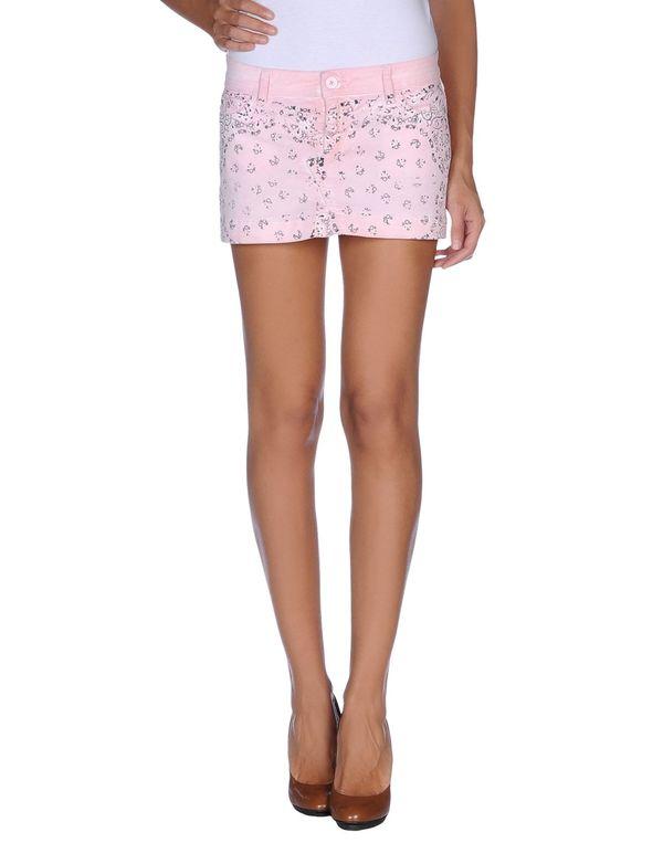 粉红色 D&G 超短裙