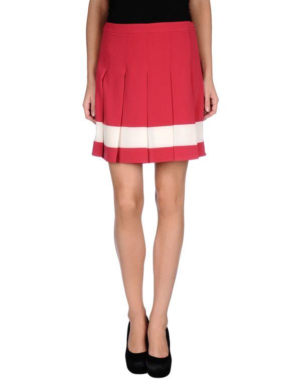 玫红色 MOSCHINO CHEAPANDCHIC 超短裙