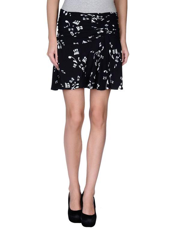 黑色 MIU MIU 超短裙