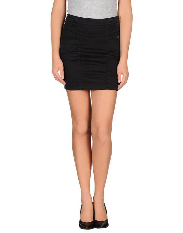 黑色 GUESS 超短裙