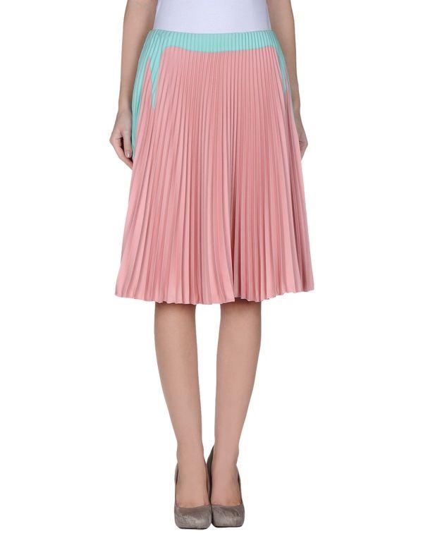 粉红色 PRADA 及膝半裙