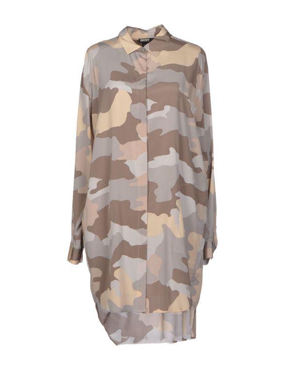 淡灰色 DKNY 短款连衣裙