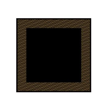 采用轻柔的薄纱为材质,以fendi logo为打底图案,搭配一抹黑色,尽显