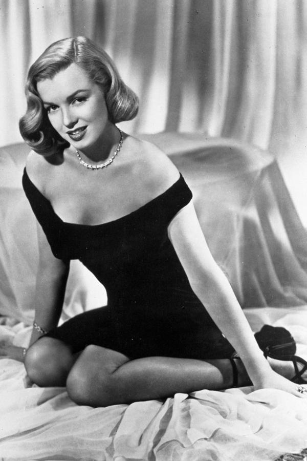 每个女人都要有条小黑裙?我们说:两条。