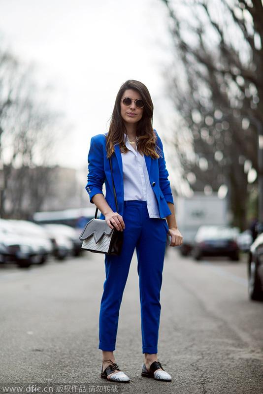 彩色西装街拍 释放色彩的魅力