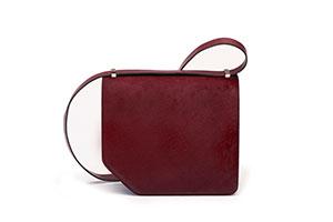 新季时髦必备IT Bag:女星追捧Bally Corner Bag斜角包