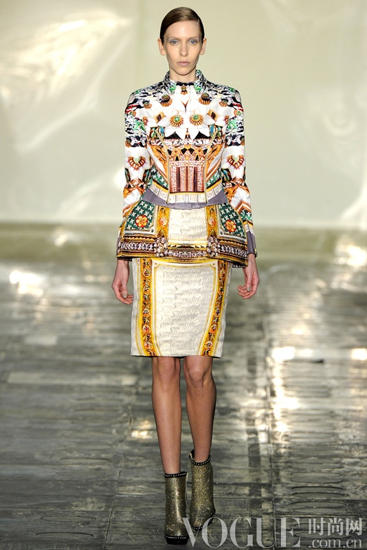 宝石织就华丽美裳 Mary Katrantzou与施华洛世奇的跨界合作