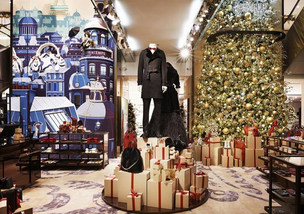 Kate Moss与Cara Delevingne共同揭幕Burberry佳节橱窗