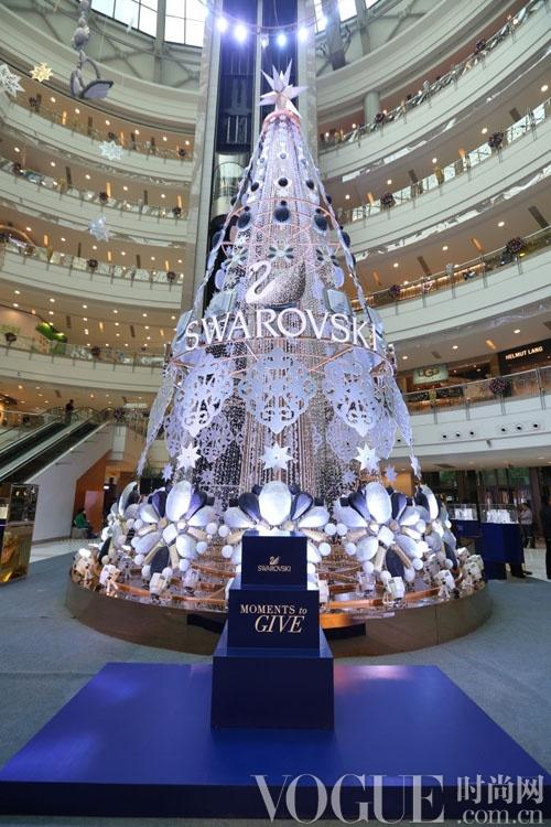 """2013施华洛世奇""""璀璨圣诞树""""亮灯仪式闪耀申城"""