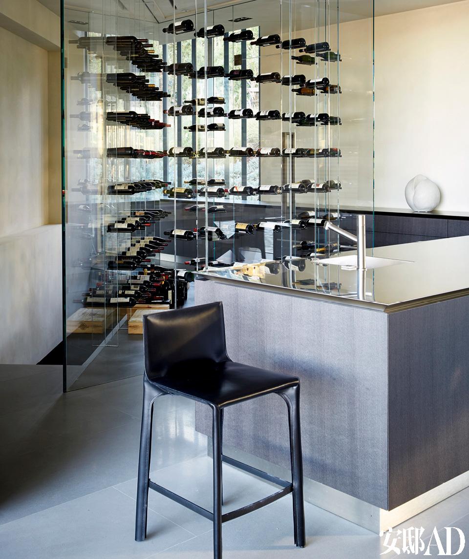 设计精巧的酒柜,吧台进家门,让家的颜值提升段位,舌尖也会更欢愉!图片