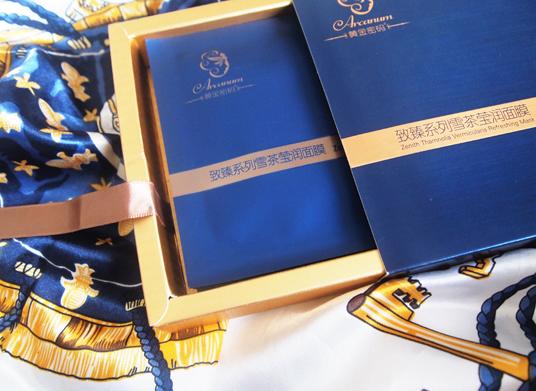 金属蓝色搭配黄金边框