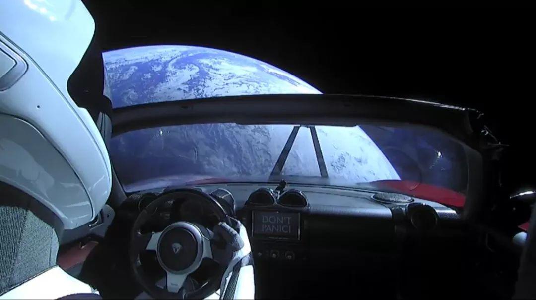Elon Musk怕不是在玩儿快手吧,又刷跑车又刷火箭 | GQ Daily