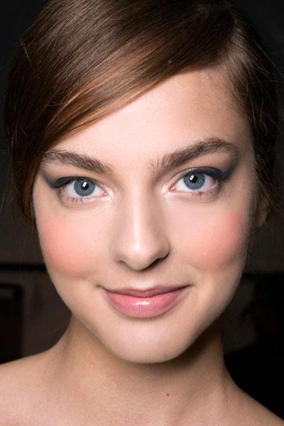 自然又显鼻子高的鼻影画法