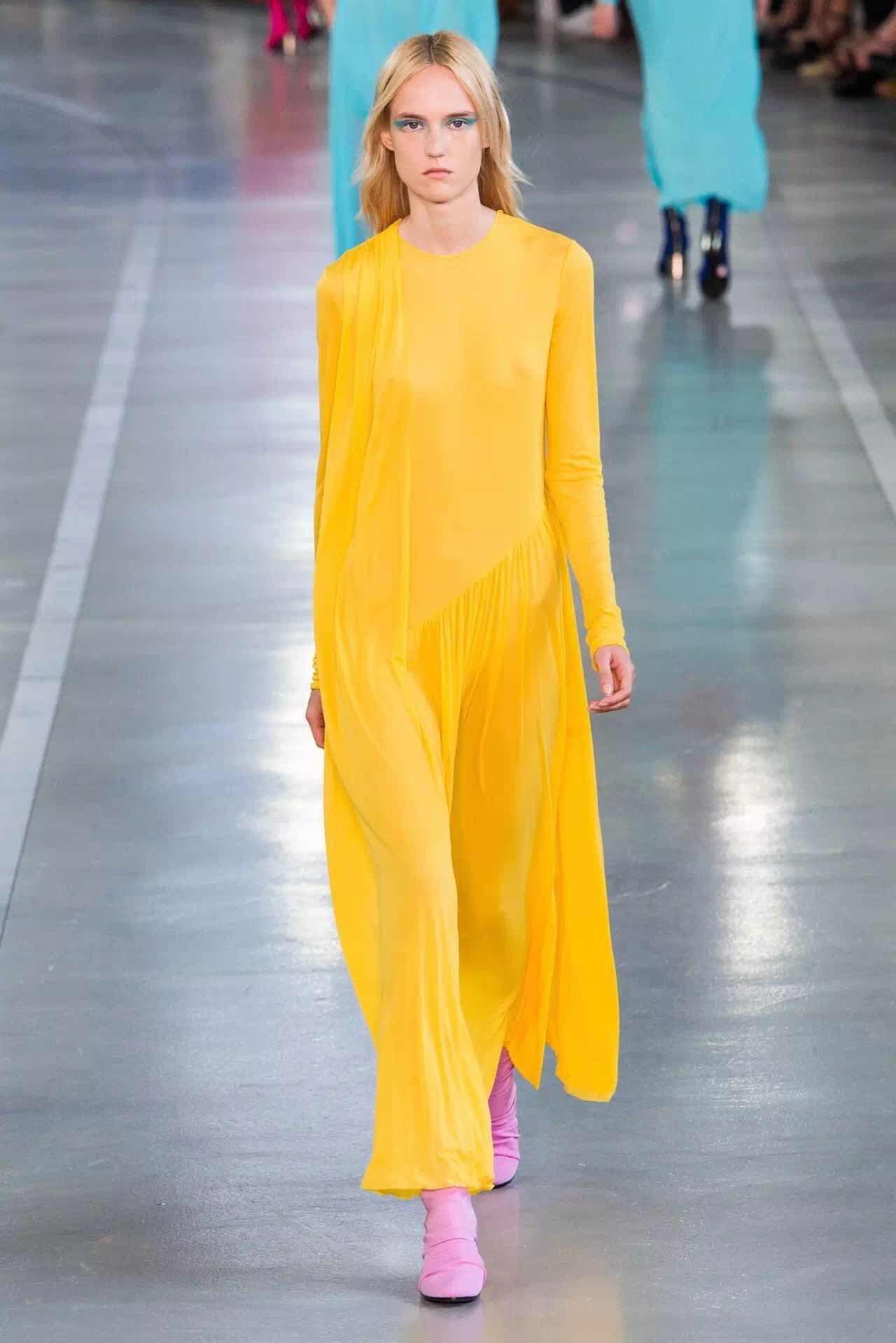 米兰时装周 两大色彩趋势不容错过:柠檬黄&蜜桃粉(图1)