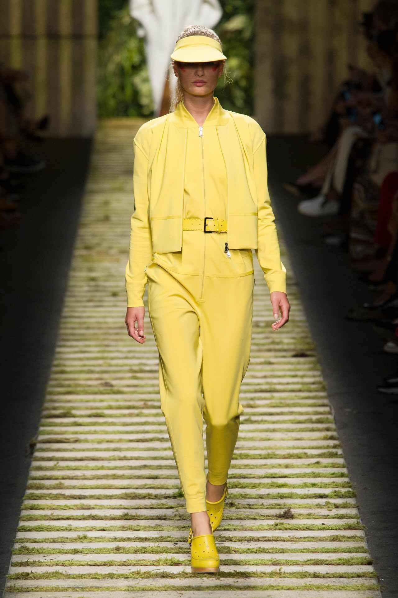 米兰时装周 两大色彩趋势不容错过:柠檬黄&蜜桃粉(图2)