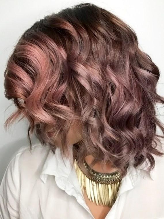 巧克力紫发色可能是今年秋冬的新流行 你想试试吗?