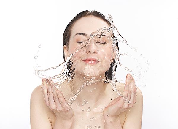 安抚舒缓 试试用这些方法让肌肤更快适应寒冬环境