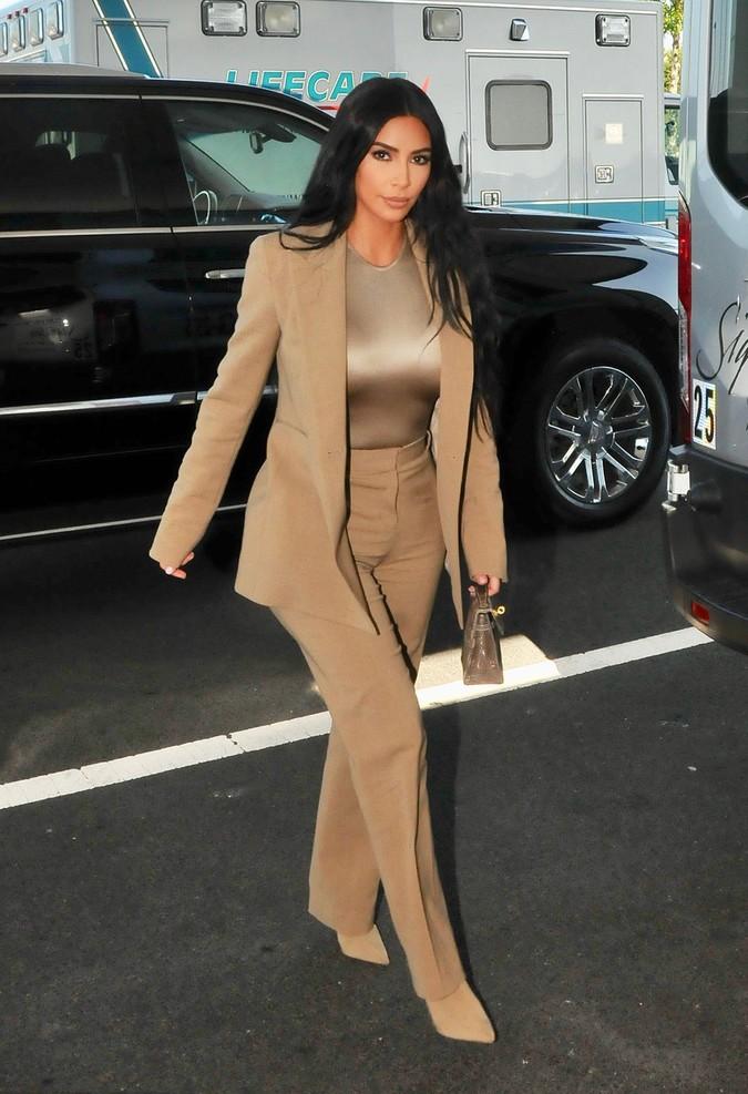 追逐时髦就是在拥抱新事物 女生这样穿搭满满时尚感