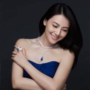 高圆圆佩戴CHAUMET尚美巴黎Hortensia绣球花系列珠宝出席婚宴