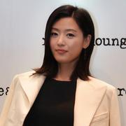 rouge & lounge代言人全智贤亲临店铺为2015SS新品展示