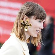 配饰风格新演绎 金饰的时髦佩戴方式