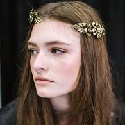 只有超长发女孩才能尝试的9款超美发型