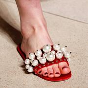 这双拖鞋 让仙女们甘愿脱下心爱的恨天高